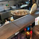 天ぷら 大吉 - 厨房のアサリ