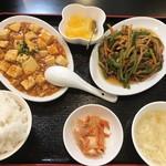 中華料理 旭 - 料理写真:日替りランチ B 青椒肉絲 + 麻婆豆腐