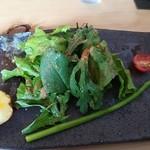 楽豚 - 本日の収穫野菜サラダ¥200