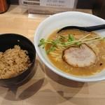 73092418 - 山賊麺(醤油)とランチ炊き込みご飯