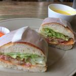 73093673 - 天然酵母パンのサンドランチ 生ハムとチェダーチーズ