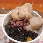 MeetFresh 鮮芋仙  - 「芋圓4号 Mサイズ」は、里芋をメインに小豆、タピオカ、芋餅を添えたスイーツメニューとのこと。