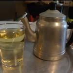 73098039 - ポットとお茶