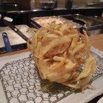 揚げたて天ぷら定食 まきの 難波千日前店 - かき揚げ