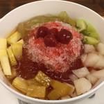 赤丸 - 愛玉子、かき氷と色々果物を乗せて480円!