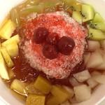 赤丸 - 愛玉子、かき氷と色々果物を乗せて480円!!