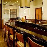 天ぷら ひさご - モダンで落ち着いた雰囲気の店内でおくつろぎ下さい