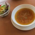Trattoria & Pizza Banzo - 日替わりパスタはスープとサラダ付き。ピザにはスープorサラダ付き。
