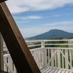 Trattoria & Pizza Banzo - フォトジェニックな可也山が見える席に座りました。