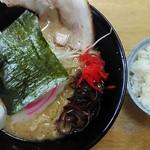 らーめんちゃあみい - 料理写真:豚骨醤油と半ライス800円