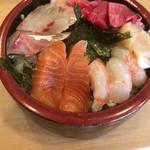 73109963 - 海鮮丼(900円税込)。                         煮切りもネギもゴマも無しでお願いしました。