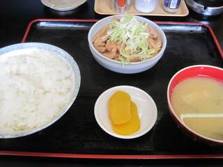 もつ煮 太郎 - キッパリとシンプル