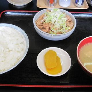 もつ煮 太郎 - 料理写真:キッパリとシンプル