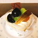 73110862 - 葡萄のショートケーキ