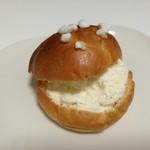 73112322 - ホワッと淡い口溶けなのに豊かなコク、レモンピール入りで爽やかな練乳バタークリーム