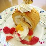風の森 コスモポリタンカフェ - パイナップルチーズのロールケーキ