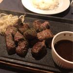 ステーキ食堂 Ogawa - カットステーキとライス