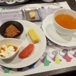 アーユルヴェーダ・カフェ ディデアン - ワンプレート・カレーセット(1500円)のスイーツと紅茶