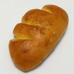 ささぱん - 料理写真:クリームパン(150円)