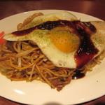 鉄板焼 六 - 神戸長田ぼっかけ焼そば 目玉焼き盛り 600円