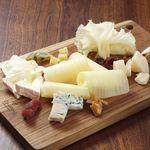 ワインの酒場。ディプント - 5種チーズの盛合せ
