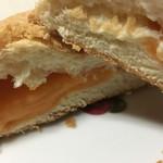 とみたメロンハウス - 中にはクリームと果肉ピューレが(^^)