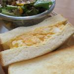 パン屋むつか堂カフェ - ブレッドミールセット:照り焼きチキンとたまごサンド サラダ2