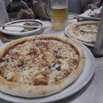 ラ・パウザ - 熱々のピザ