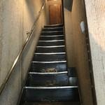 サッポロ スープカレー 浅野屋 - 階段を上って
