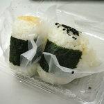 おにぎり 都 - 料理写真:オカカと明太子(奥)