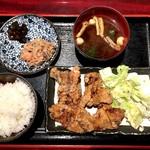 居酒屋こころ - 鶏の唐揚げ定食(800円)