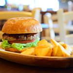 Tahitian Restaurant & Bar Papeete - ランチ ハンバーガー@税込1,000円:カメラ、引いてみました