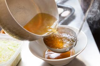 クリーミーTonkotsuラーメン 麺家神明 - 透き通る淡麗魚介スープ