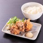 クリーミーTonkotsuラーメン 麺家神明 - お好きなラーメンにから揚げセット。ランチタイムは小ライス無料