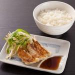 クリーミーTonkotsuラーメン 麺家神明 - お好きなラーメンに餃子セット。ランチタイムは小ライス無料
