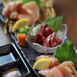 新鮮な朝引き鶏を毎朝仕入れているので刺身で美味しく頂けます。