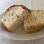 ヴィア デル サーレ - メイン付きランチ 3,500円税込 自家製パン 2種