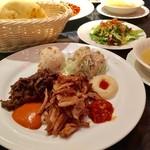 サライ - ミックスケバブランチ @900円 スープ・サラダ・ピタパン・ミックスケバブのセットで盛りだくさん!お腹いっぱい。