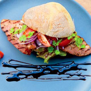 世界を旅して作り上げたオリジナルのサンドイッチ