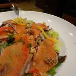 ビヤホールライオン - きのこと秋鮭のサラダ