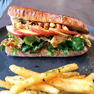 ランチだけじゃなく、ディナーでも楽しめる「夜サンドイッチ」