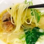 麺劇場 玄瑛  - 半透明麺をリフトアップ!