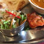 本格印度料理バターチキン - サラダとチキンティッカ