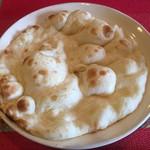 本格印度料理バターチキン - おかわりのナン(小)