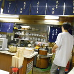 天ぷら定食ふじしま - 席から見える厨房