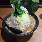麺家 黒 - どか盛り野菜ラーメン