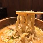 拉麺酒房 熊人 - 拉麺酒房 熊人(くまじん)(長野県上田市上田原)味噌拉麺