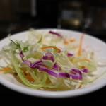 73159624 - 千キャベツ、紫キャベツ、ニンジン、水菜のサラダアップ