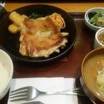 満天食堂 - 鉄板焼鶏の葱だく香味ダレ定食