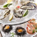 ブラバテーブル - フィッシュバンクから 新鮮な魚介類もオーダーできます。